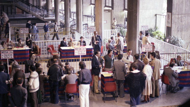Photo of members casting their votes in 1978