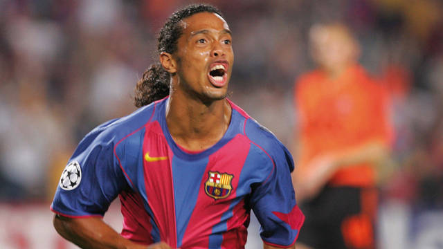 Photo of Ronaldinho playing for FC Barcelona