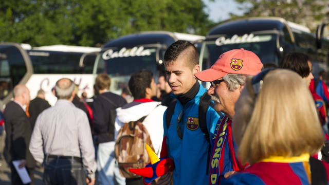 barcelona supporters at the coach parking lot
