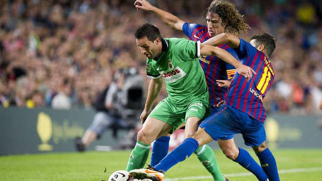 Puyol and Thiago against Racing Santander / PHOTO: MIGUEL RUIZ - FCB
