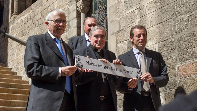 Ramon Condal, president de l'Espanyol, Llus Martnez Sistach, cardenal arquebisbe de Barcelona, i Sandro Rosell, president del FC Barcelona / FOTO: GERMN PARGA - FCB