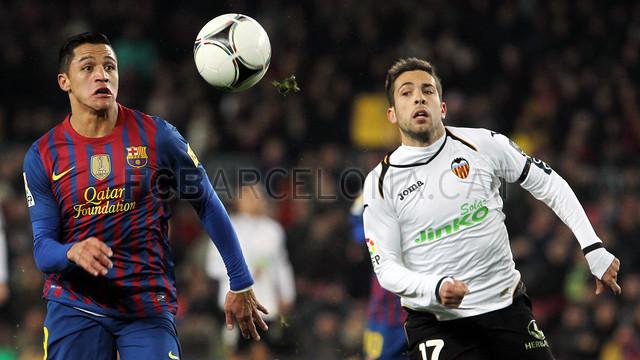 Jordi Alba, con Alexis Sánchez / FOTO: ARCHIVO FCB