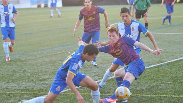 Fran Álvarez, Juvenil B player, against Espanyol / PHOTO: ARXIU - FCB