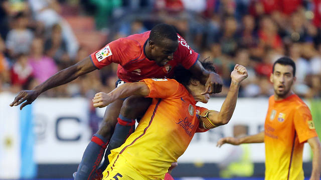 Puyol's collision with Lamah / PHOTO: MIGUEL RUIZ - FCB