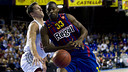 Pete Mickeal against  Brose Baskets / PHOTO: ARXIU FCB