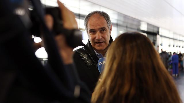 Zubizarreta ha atès els mitjans de comunicació a l'aeroport / FOTO: MIGUEL RUIZ - FCB