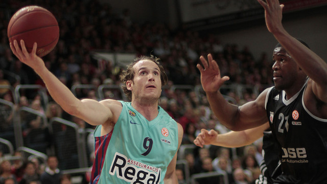 Marcelinho entra a cistella defensat per Williams / FOTO: euroleague.net