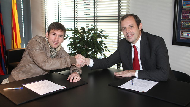 Leo Messi amb el president Sandro Rosell / FOTO: MIGUEL RUIZ - FCB