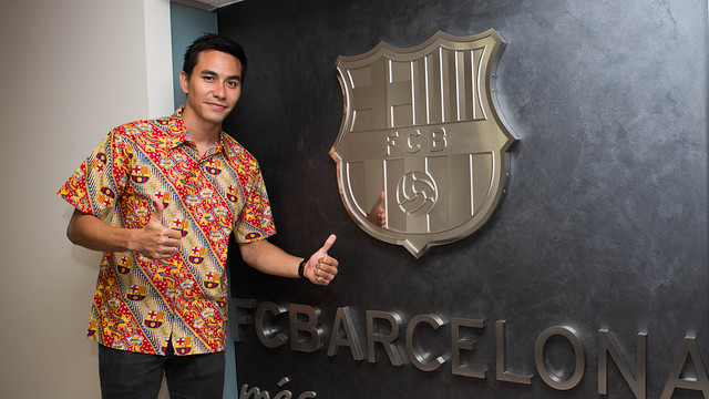 """""""It is a great honour to be an Honary Fan of Barça"""" he said. """"From now on I hope to help the club a lot"""" said Darius Sinathrya / PHOTO: GERMÁN PARGA - FCB"""