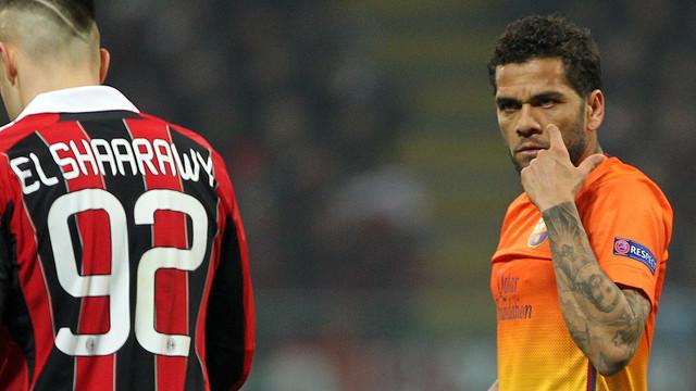 Alves i AL Shaarawy, a San Siro. FOTO: MIGUEL RUIZ-FCB.