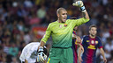 Valdés against València. PHOTO: ÁLEX CAPARRÓS - FCB