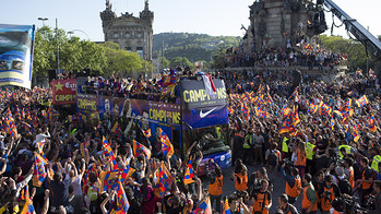 L'equip celebra el ttol de Lliga pels carrers de Barcelona / FOTO: GERMN PARGA - FCB