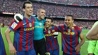 Busquets, Valds, Pedro i Thiago celebren la Lliga 2009/10 / FOTO: ARXIU FCB