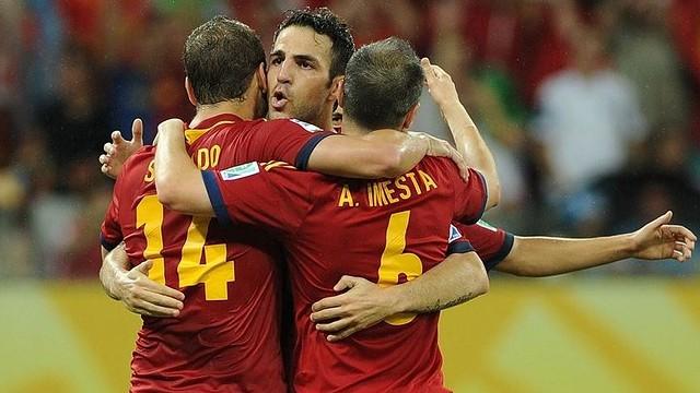 Cesc, Iniesta and Soldado celebrate scoring for Spain / PHOTO: FIFA.COM