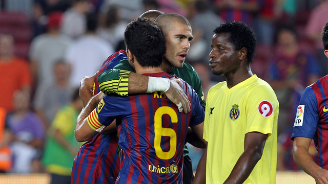 Valdés and Xavi after the 5-0 win against Villarreal in 2011/12 / PHOTO: FCB ARCHIVE