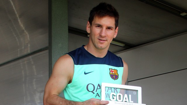 Messi with the award / PHOTO: MIGUEL RUIZ - FCB
