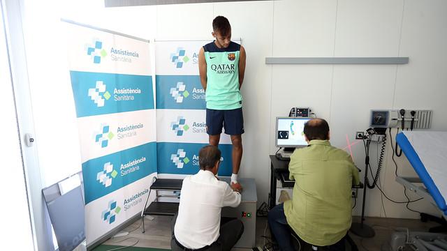 Neymar, durant la revisió mèdica passada aquest dilluns amb la resta de companys internacionals / FOTO: MIGUEL RUIZ - FCB