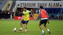 Messi i Busquets, durant l'entrenament a Kuala Lumpur / FOTO: MIGUEL RUIZ-FCB