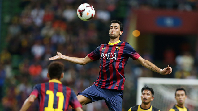 Sergio Busquets in the match against Malaysia XI / PHOTO: MIGUEL RUIZ - FCB