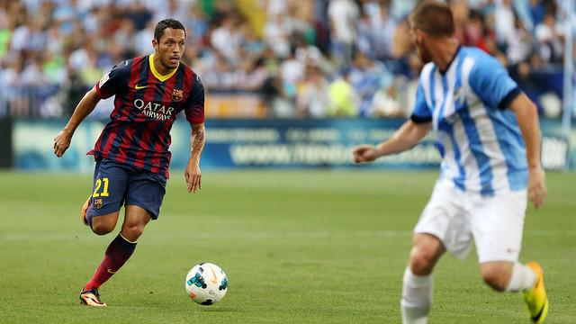 Adriano played the first half against Málaga / PHOTO: MIGUEL RUIZ - FCB