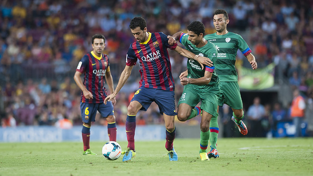 Busquets, during the league game against Levante at the Camp Nou. / PHOTO: VÍCTOR SALGADO-FCB