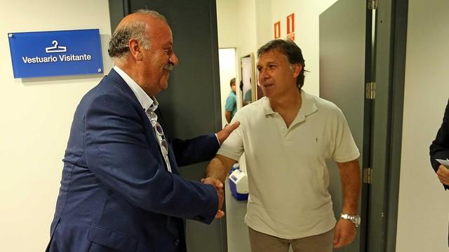 Gerardo Martino with Vicente del Bosque / PHOTO: MIGUEL RUIZ-FCB