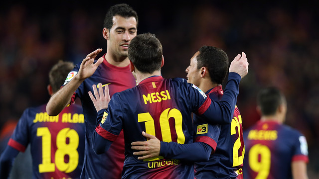 Sergio, Messi and Adriano celebrate a goal against Atlético / PHOTO: MIGUEL RUIZ - FCB