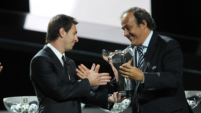 Messi picking up the award as the best player of the 2011 Champions League / PHOTO: MIGUEL RUIZ - FCB
