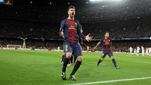 Gerard Piqué celebrates last season's famous comeback against AC Milan / PHOTO: FCB ARCHIVE