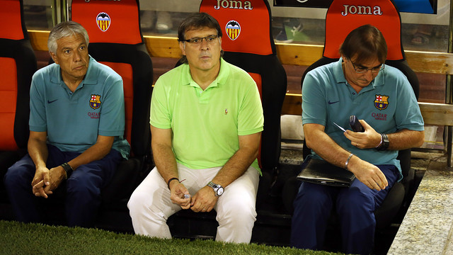 Tata Martino sitting next to Paolorroso and Pautasso / PHOTO: MIGUEL RUIZ - FCB
