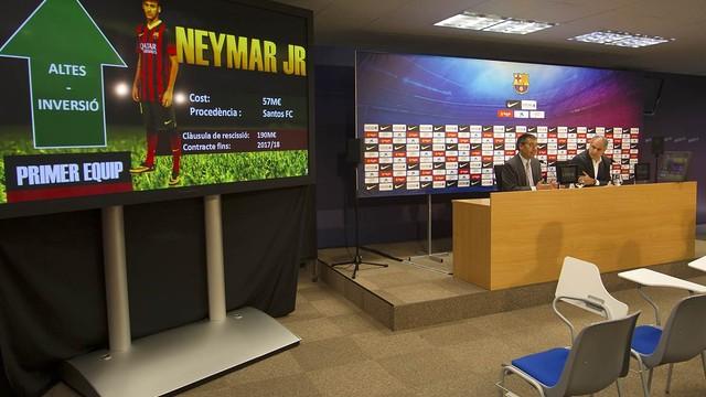 Josep Maria Bartomeu i Andoni Zubizarreta, a la sala de premsa de la Ciutat Esportiva / FOTO: MIGUEL RUIZ - FCB
