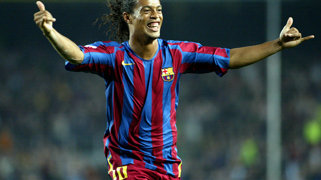 Ronaldinho celebrates scoring against Real Societad in the 2005/06 season/ PHOTO: ARXIU FCB