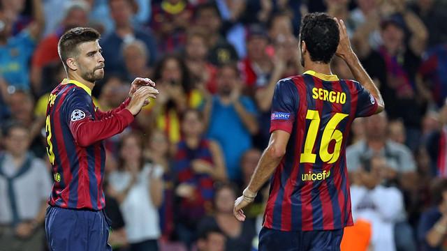 Piqué i Busquets celebren el gol del central / FOTO: MIGUEL RUIZ-FCB