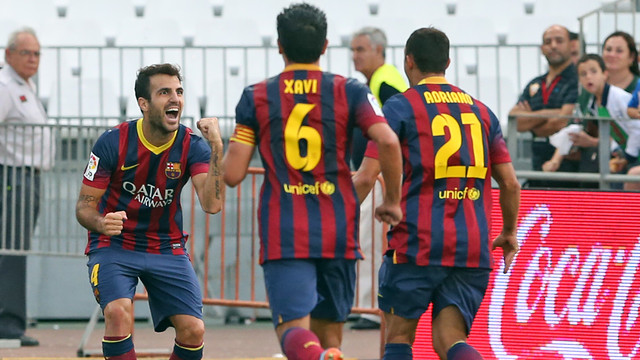 Cesc and Xavi with Adriano, teh scorer of Barça's second goal. PHOTO: MIGUEL RUIZ-FCB.