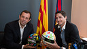 Sandro Rosell and José Edmílson with the HappyBall footballs. PHOTO: GERMÁN PARGA / FCB