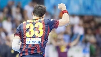 Vista d'esquenes de Nikola Karabatic, celebrant un gol del Barça d'handbol /FOTO:ARXIU-FCB