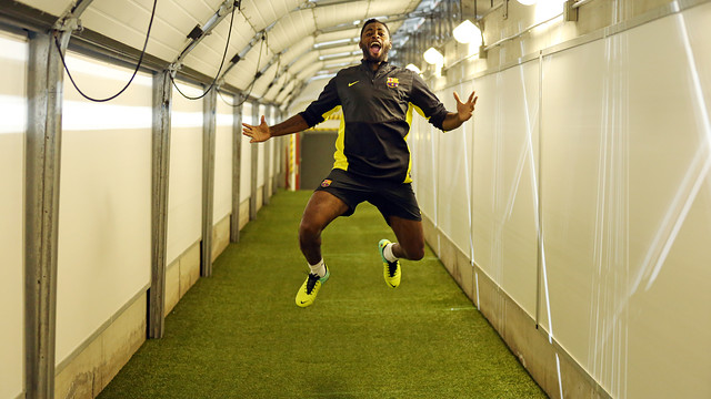 Alex Song in the tunnel ahead of training at the San Siro/ PHOTO: MIGUEL RUIZ - FCB
