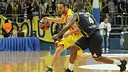 Huertas being defended by McCalebb. FOTO: EUROLEAGUE