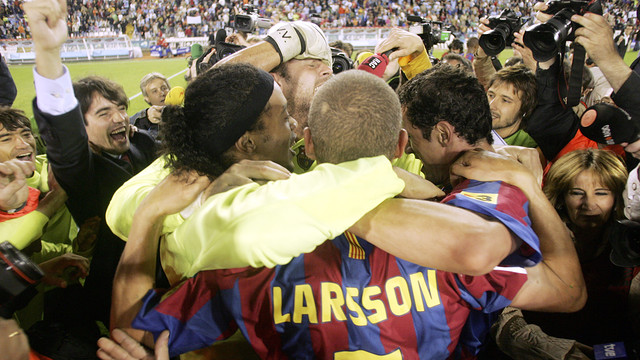 The 2005/06 title winning celebrations at Balaídos. PHOTO: MIGUEL RUIZ-FCB.