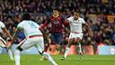 Bartra, en una acció del partit contra el Granada / FOTO: MIGUEL RUIZ - FCB