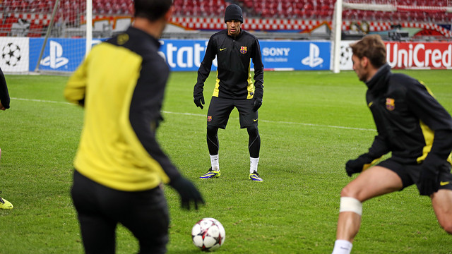 Neymar and other players in training session at Amsterdam Arena