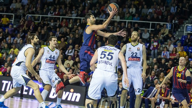 Navarro in the game against Fenerbahce