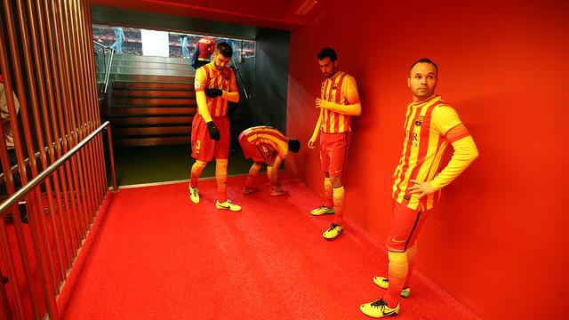 Iniesta, Sergio Busquets, Piqué and Xavi in the tunnel at  San Mamés / PHOTO: MIGUEL RUIZ - FCB