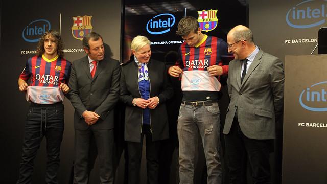 Carles Puyol, Sandro Rosell, Deborah Conrad, Gerard Piqué and Manel Arroyo / FOTO: MIGUEL RUIZ - FCB