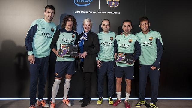 Gerard Piqué, Puyol, Iniesta, Xavi and Neymar together with Intel's head of marketing,Deborah Conrad