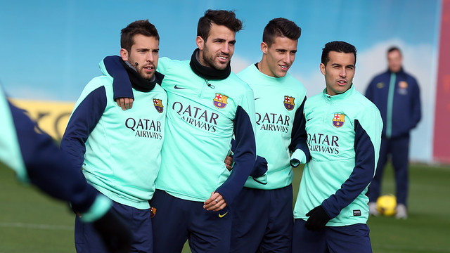 Jordi Alba, Cesc Fàbregas, Tello and Pedro pose for the camera during training