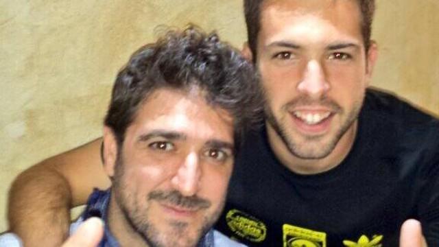 Jordi Alba with singer Antonio Orozco, before their hospital visit.