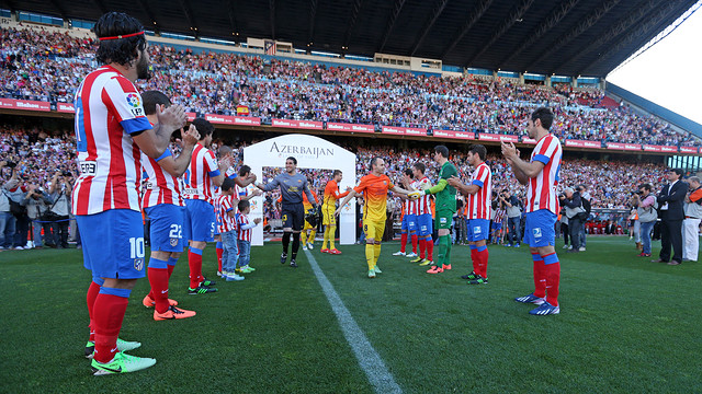Last year, Atlético applauded champions Barça onto the pitch. PHOTO: MIGUEL RUIZ-FCB.