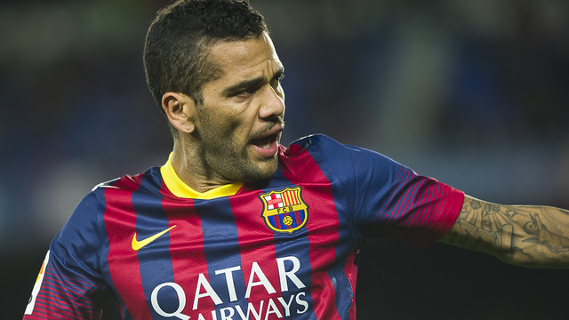 Alves vs Màlaga. PHOTO: VÍCTOR SALGADO-FCB.