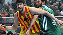 Tomic, defensat per Fotsis durant el partit. FOTO: EUROLEAGUE